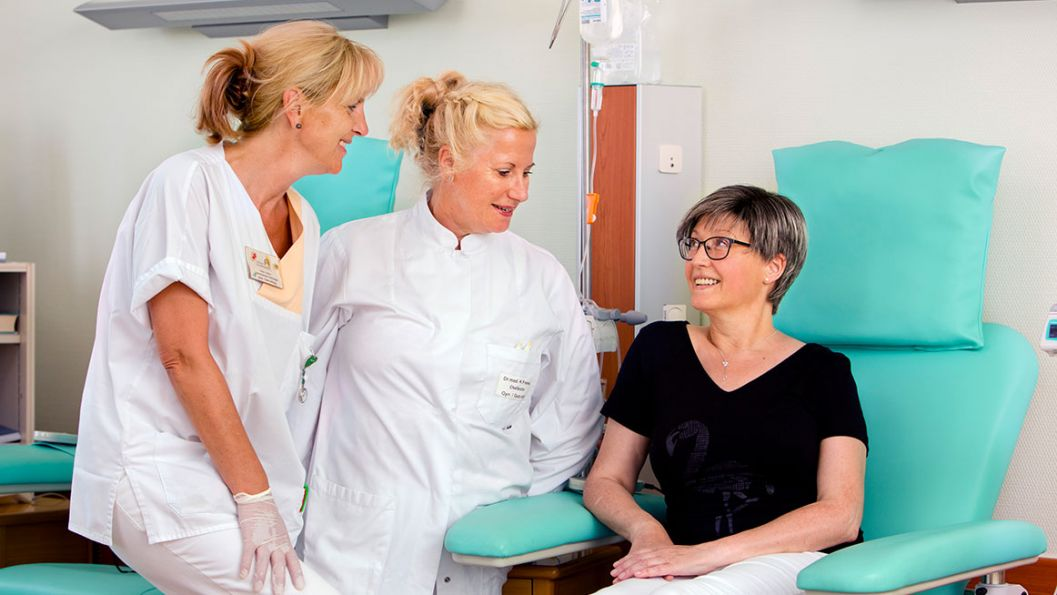 Brustzentrum Patientin in Chemotherapie mit Dr. Freese